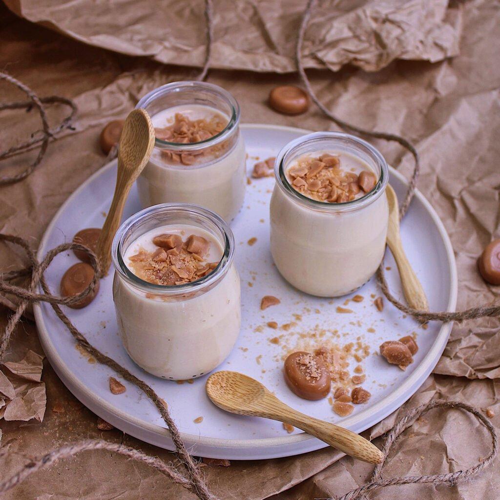 Les saveurs complémentaires de la vanille et du caramel  dans un yaourt végétal qui réveille le palais !