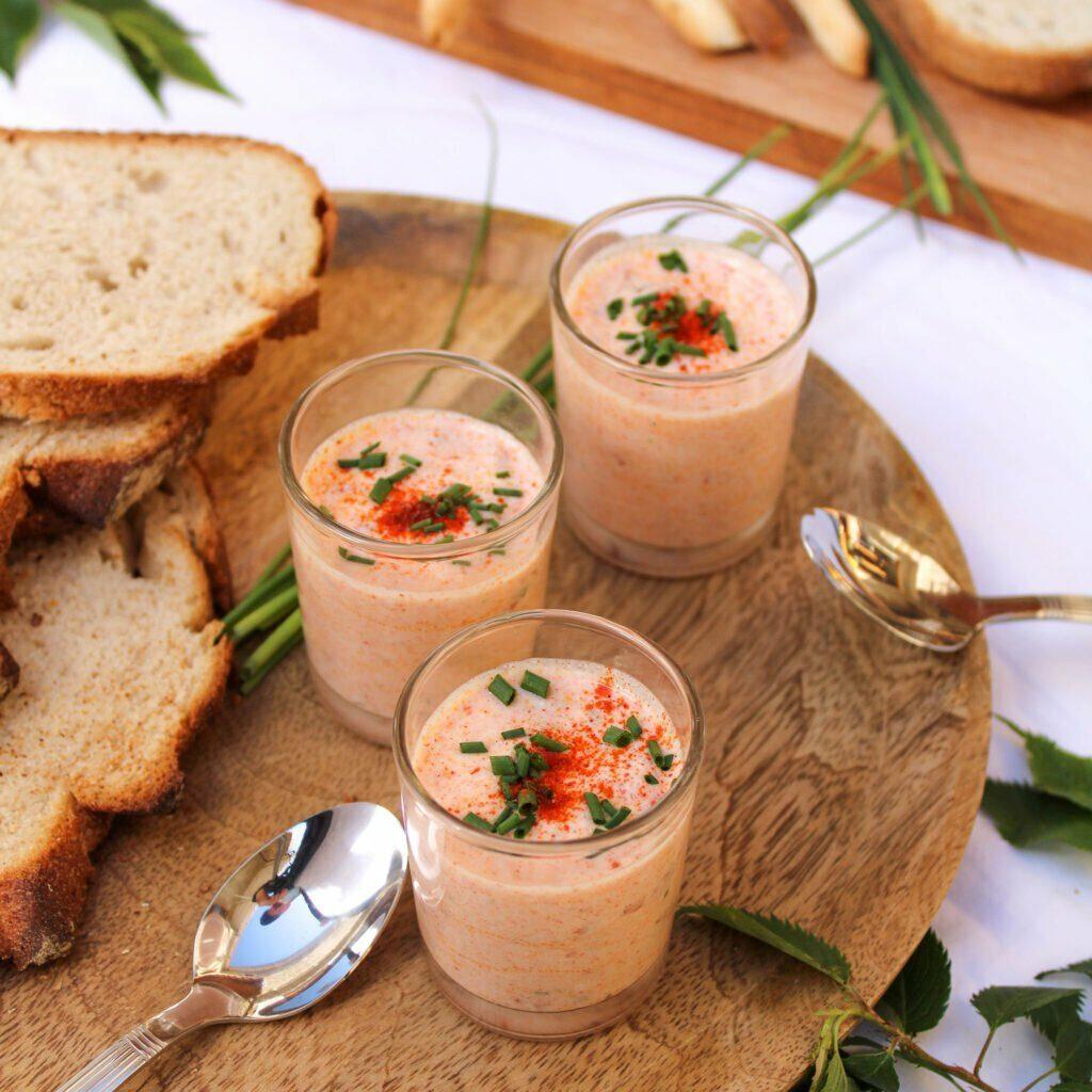 Brin de Foli vous présente les verrines végétales à la tomate séchée et au paprika pour un moment gourmand et healthy entre amis !
